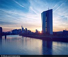 Eine ZEW-Untersuchung befragte Finanzmarktexperten/-expertinnen zur neuen Strategie der Europäischen Zentralbank.