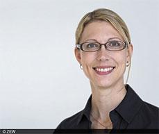"""Dr. Karolin Kirschenmann, stellvertretende Leiterin des ZEW-Forschungsbereichs """"Internationale Finanzmärkte und Finanzmanagement"""" am ZEW Mannheim im aktuellen Kommentar zum Stresstest für Banken."""